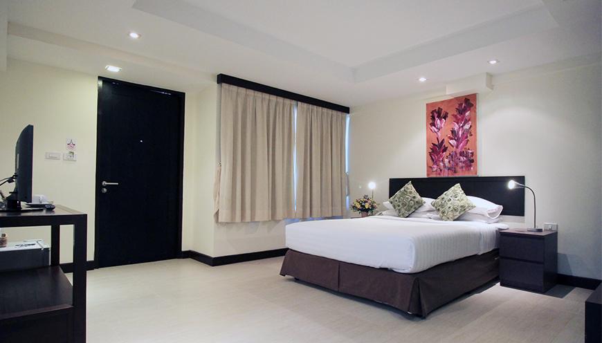 ../img/rooms/deluxe1.jpg