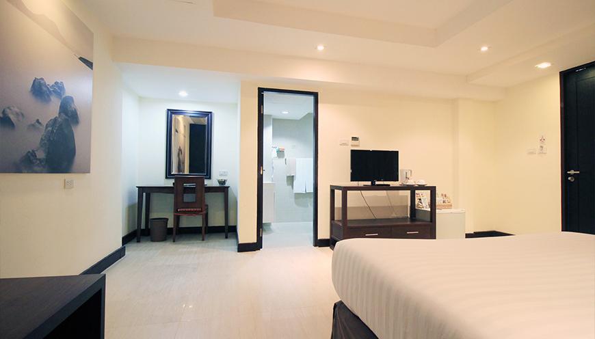 ../img/rooms/deluxe2.jpg